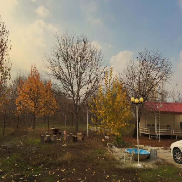 فروش استثنایی ملک 4000 متر در روستای نازلو با موقعیت تجاری و مسکونی عالی / دارای آب و برق و تلفن