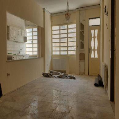 فروش منزل با مغازه 353 متر یکی از نقاط تجاری داخل شهر ارومیه